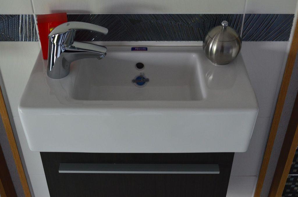 rei gmbh g ste wc anlage 1. Black Bedroom Furniture Sets. Home Design Ideas